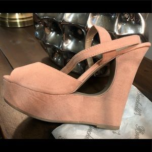 Shoes - 🙀 Light pink suede shoe!